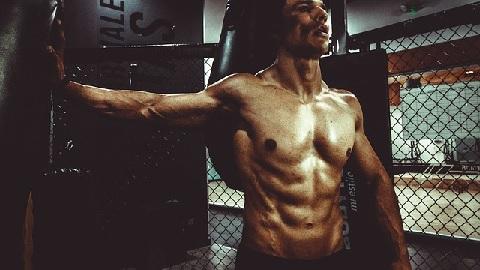 男らしい体は筋肉でなく脂肪で作るものだった!?